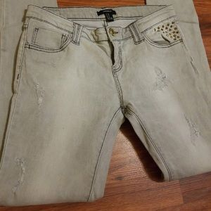 🔴3/$18 F21 grey studded skinny jeans